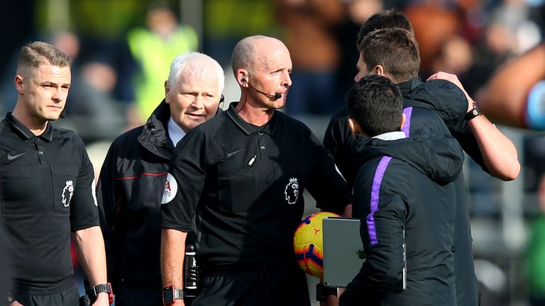 Mauricio Pochettino confronted Mike Dean after Tottenham's loss at Burnley