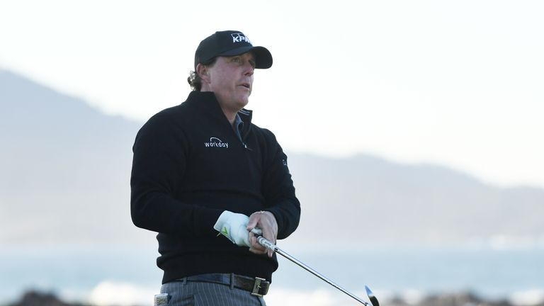Phil Mickelson posted a bogey-free closing spherical