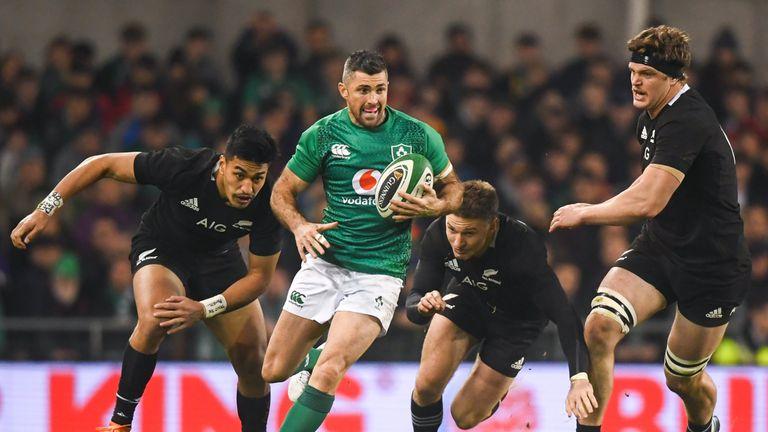Rob Kearney replaces Leinster team-mate Jordan Larmour at full-back