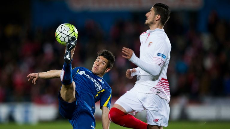 Emi Buendia (left) in action for Getafe in La Liga
