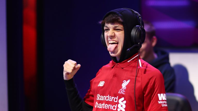 Donovan 'F2Tekkz' Hunt was crowned ePremier League Champion after his Liverpool team defeated Manchester United on Friday