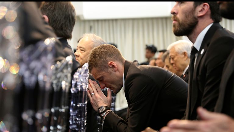 Leicester striker Jamie Vardy bows his head in prayer