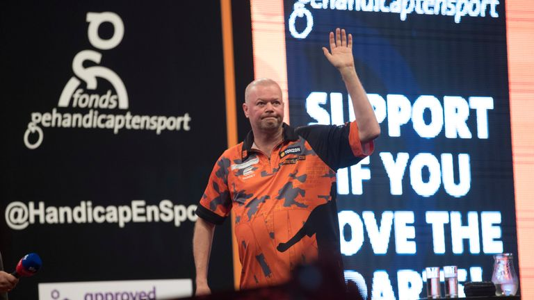Raymond van Barneveld's Rotterdam farewell was an extremely emotional occasion