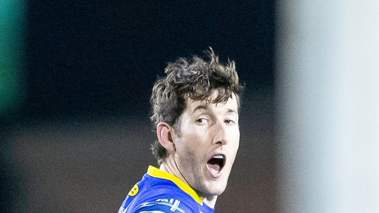 Stefan Ratchford kicked brilliantly as Warrington inflicted Castleford's first loss of the season