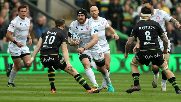 Ben Morgan takes on the Saints defence