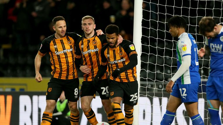 (left to right) Hull City's Marc Pugh, Jarrod Bowen and Fraizer Campbell celebrate the equaliser