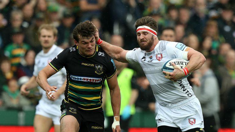 Jaco Kriel tries to break for Gloucester