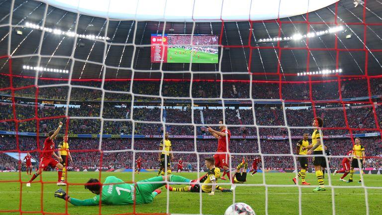 Javi Martinez nets Bayern's third