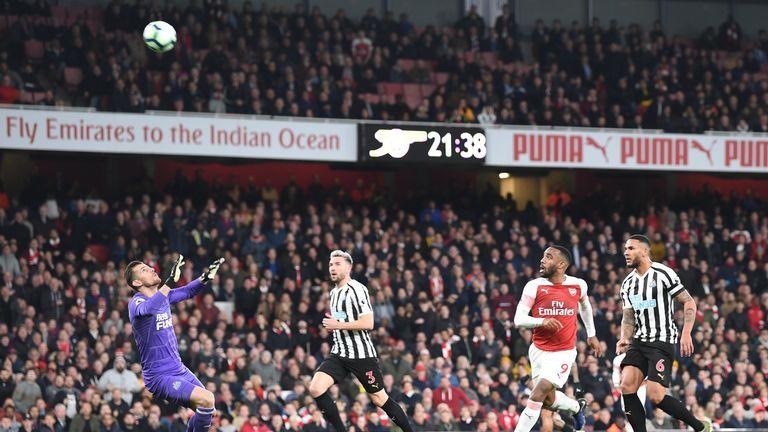 Lacazette floats Arsenal's second over Martin Dubravka
