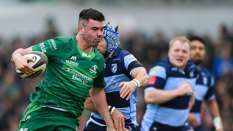 Paul Boyle of Connacht gets past Matthew Morgan of Cardiff Blues