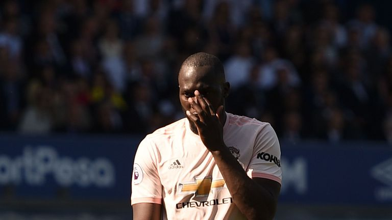 Romelu Lukaku reacts during Manchester United's defeat at Everton