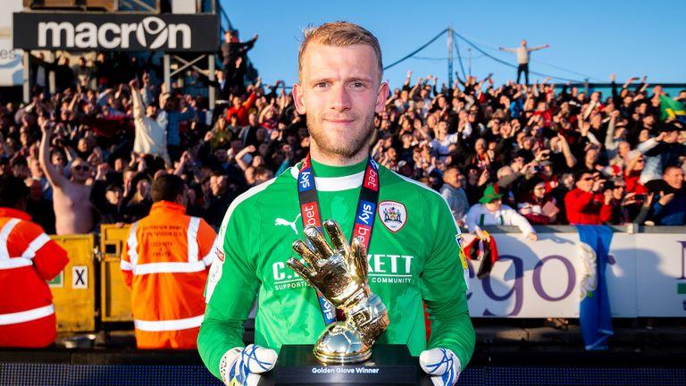 Adam Davies of Barnsley with his Golden Glove trophy