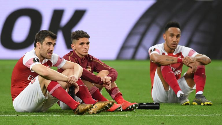 Arsenal players look dejected following their Europa League final defeat