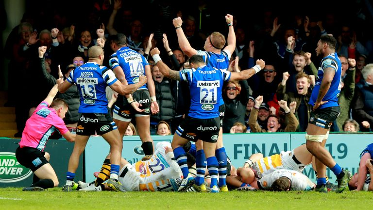 Bath celebrate their late winning try at the Rec