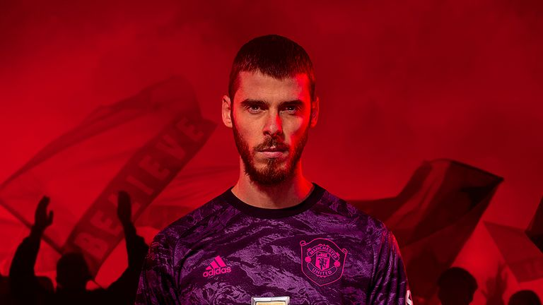 David de Gea models Manchester United's new goalkeeping kit