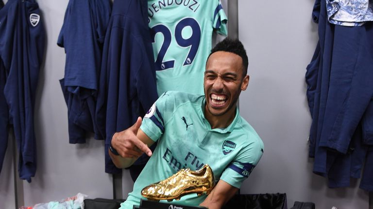 Aubameyang poses with the Premier League golden boot award for the 2018/19 season