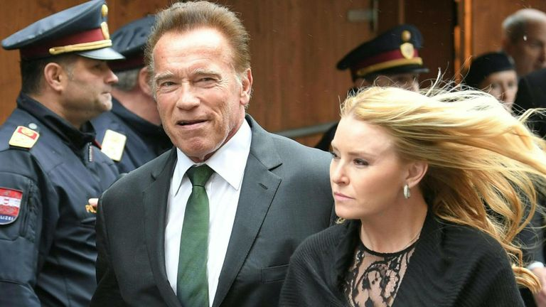 Austrian-born actor turned US Governor Arnold Schwarzenegger (L)