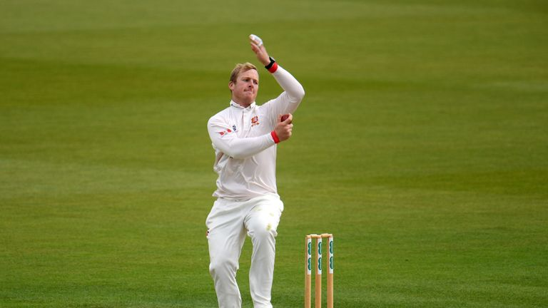 Off-spinner Simon Harmer took 7-38 as Essex beat Hampshire at Chelmsford