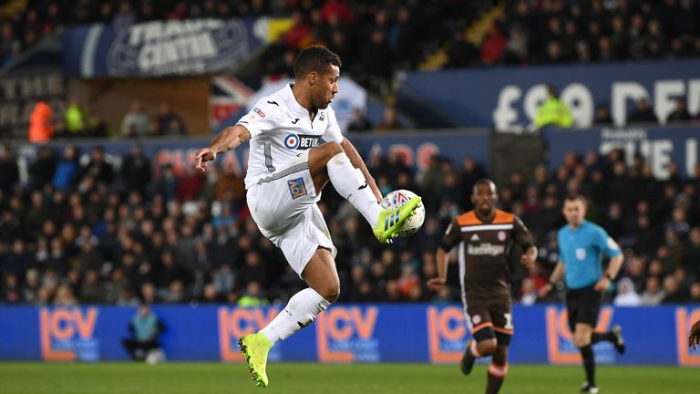 Wayne Routledge has committed himself to Swansea for another year