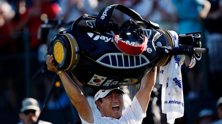Yang lifted his bag in the air after sealing an unlikely victory