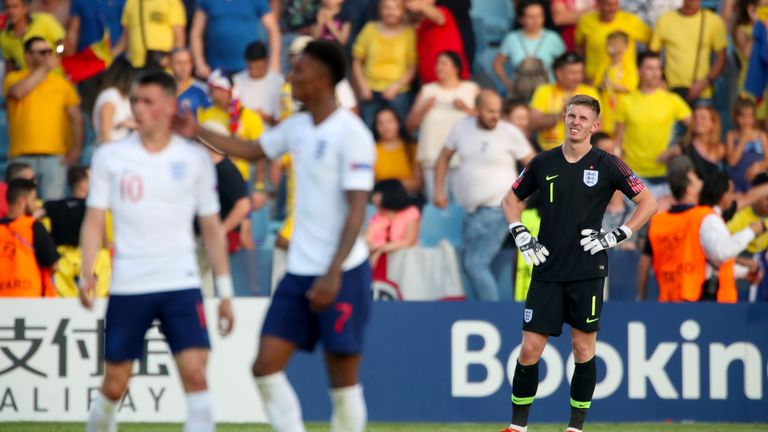 Dean Henderson made a howler for Romania's third