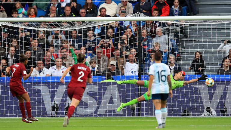 Vanina Correa keeps out Nikita Parris' first-half penalty