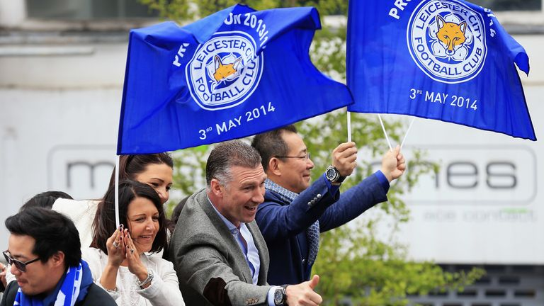 Pearson with Vichai Srivaddhanaprabha on an open-top bus in Leicester