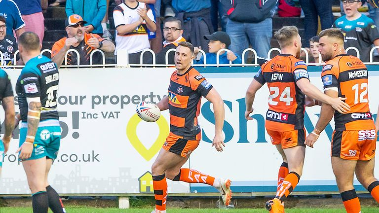 Castleford's James Clare responded with two quick tries as the Tigers got back into things, but Leeds would not be denied