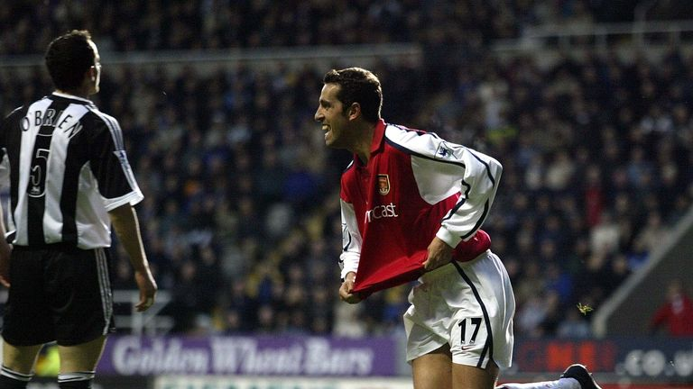 Edu celebrating a goal for Arsenal against Newcastle in 2002