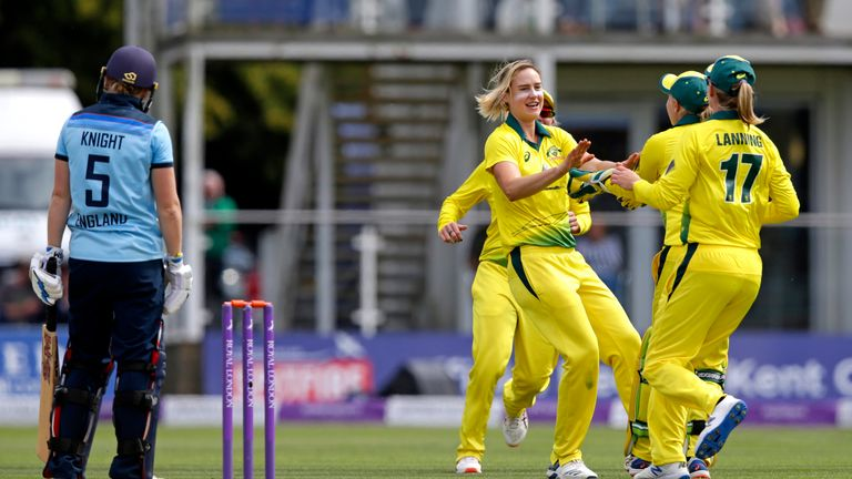 Ellyse Perry took 7-22 in the third ODI as Australia beat England by eight wickets in Canterbury