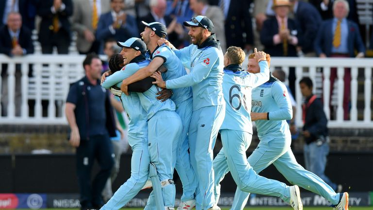 England celebrate their dramatic victory
