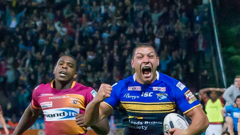 Ryan Hall breaks free to score the match-winner for Leeds Rhinos as they clinched the 2015 League Leaders' Shield in the most dramatic circumstances