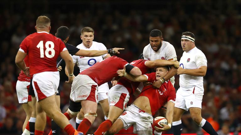 Dan Biggar remained on in the second period despite being treated