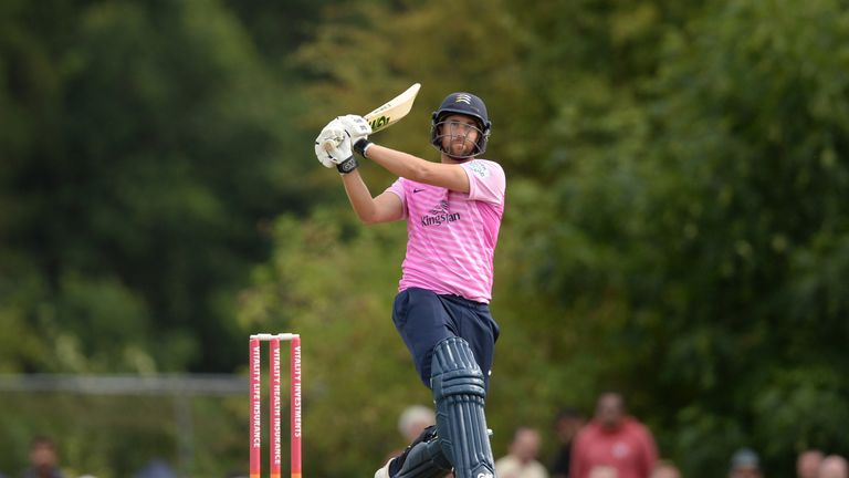 Dawid Malan's unbeaten 91 proved decisive as Middlesex defeated Gloucestershire under the Duckworth-Lewis-Stern system