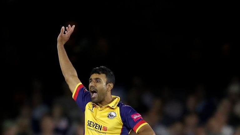 Bopara was the pick of the Essex bowlers, finishing with 2-28