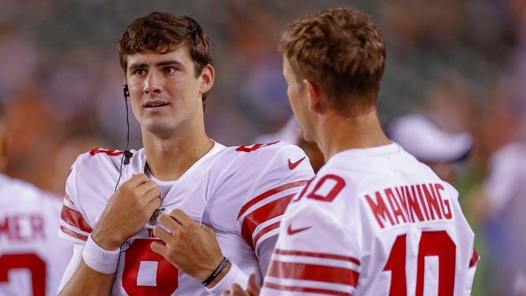 Daniel Jones takes advice from Eli Manning against the Buffalo Bills.