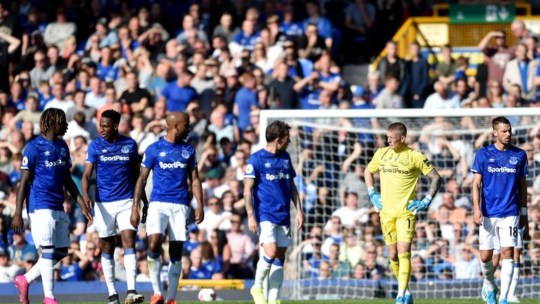 The inquest begins among Everton players after conceding from another set-piece