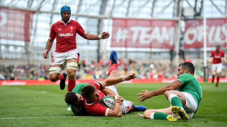 Dan Biggar was denied a first half try by some incredible Robbie Henshaw and Kearney recovery defence