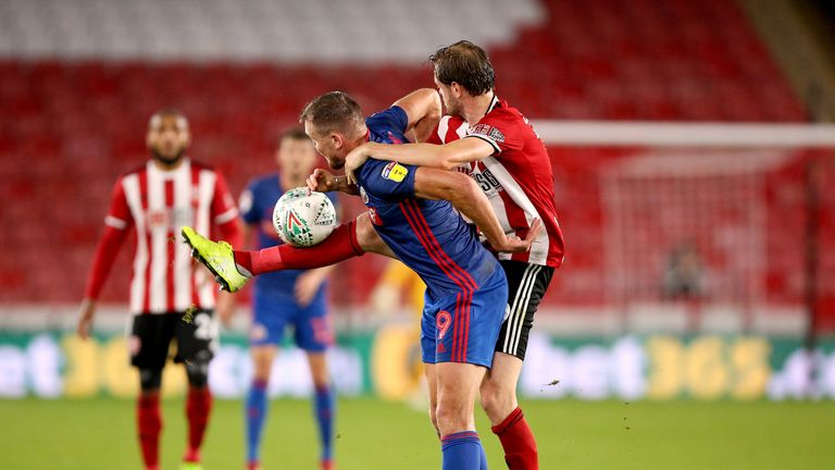 Sunderland's Charlie Wyke (left) and Sheffield United's Richard Stearman (right) battle for the ball