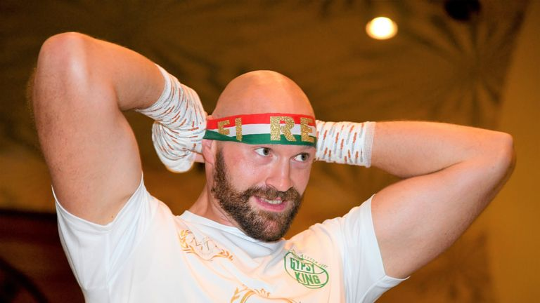 Fury turned up for the public workout wearing the Mexican colours