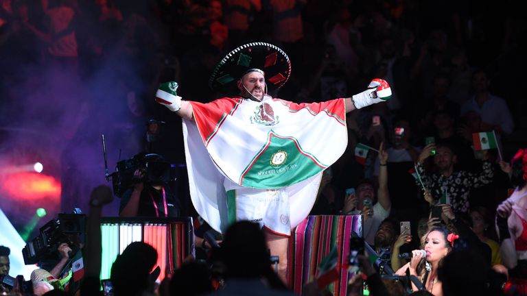 The British heavyweight embraced Mexican Independence weekend
