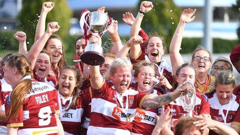 Wigan skipper Gemma Walsh lifts the Women's Grand Final Trophy in 2018