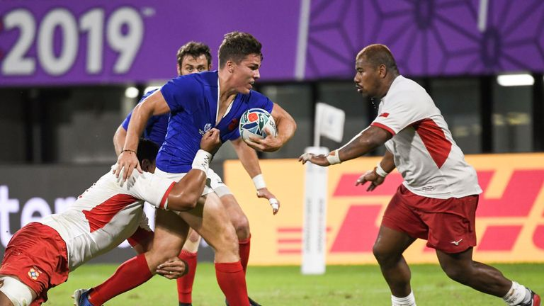 France narrowly beat Tonga to reach the quarter-finals