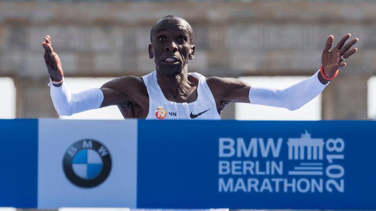 Kipchoge breaks the world marathon record at the Berlin Marathon