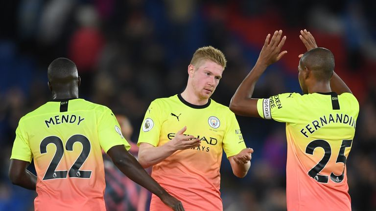 Kevin De Bruyne celebrates the victory with Fernandinho and Benjamin Mendy