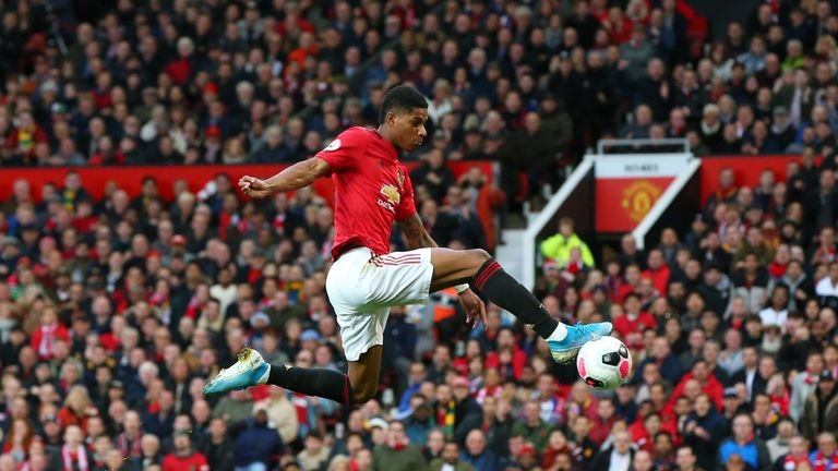Marcus Rashford puts Manchester United 1-0 up against Liverpool