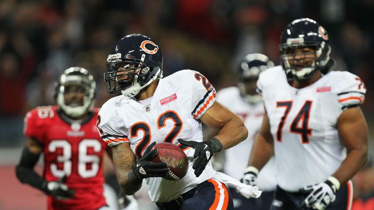 Matt Forte juked his way to the end zone as the Bears toppled the Bucs