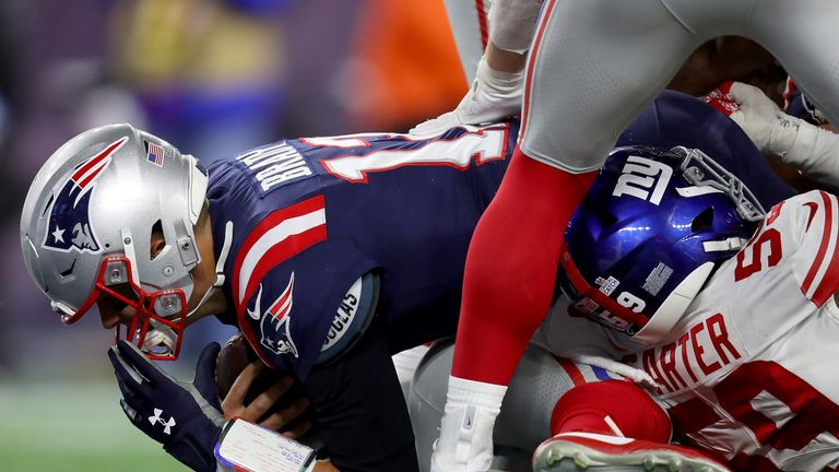 Tom Brady dives into the end zone for a one-yard touchdown run