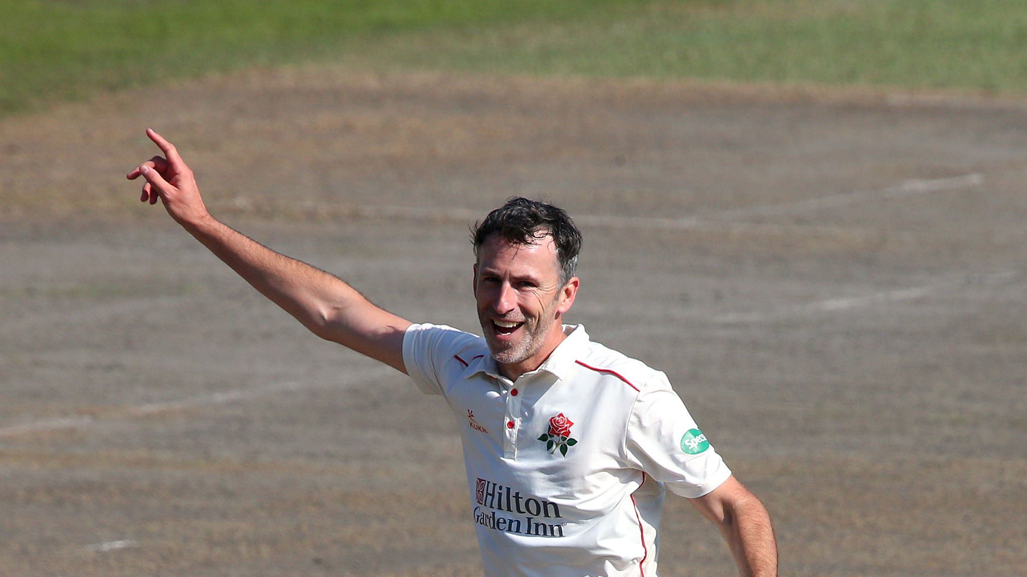Graham Onions signs new one-year Lancashire deal