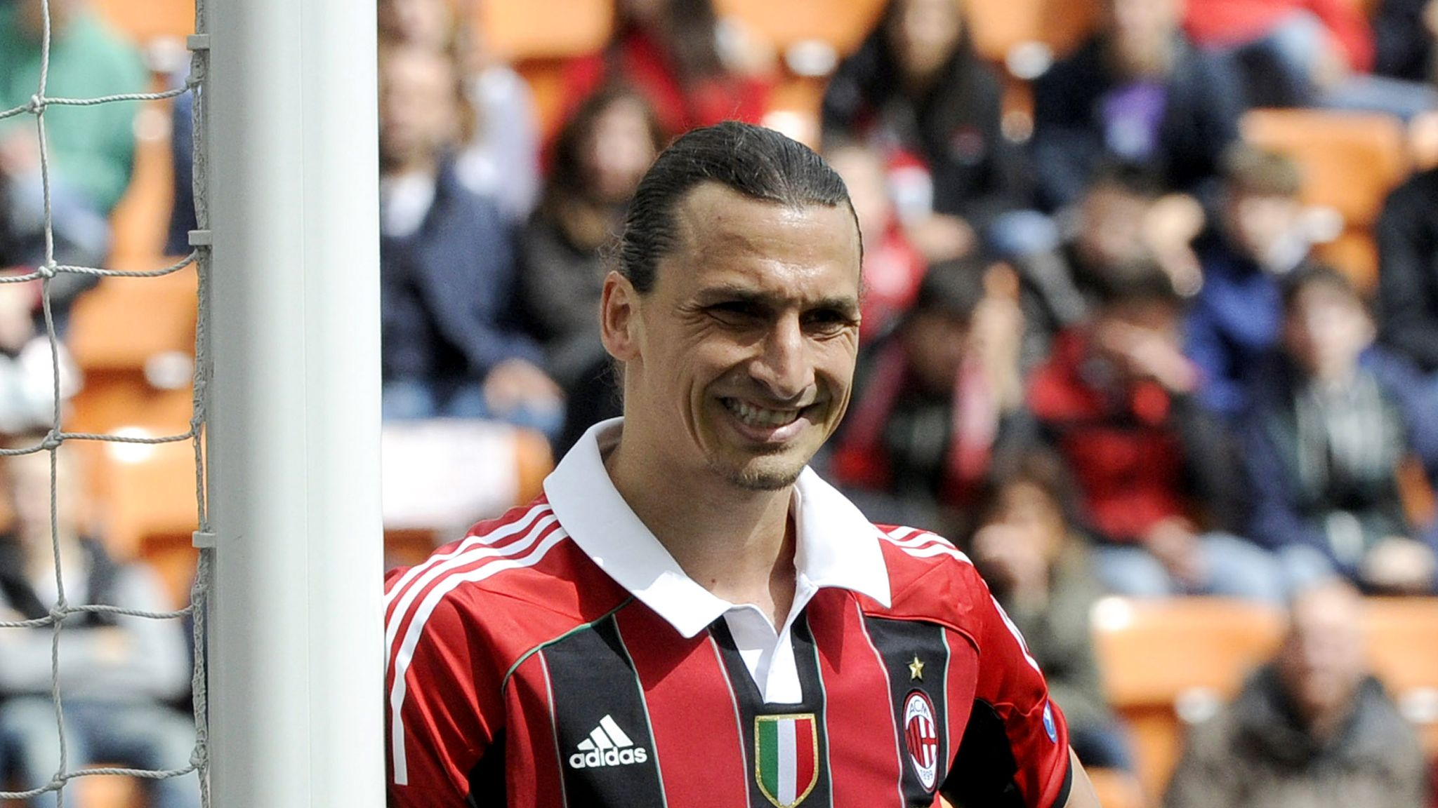 Zlatan Ibrahimovic in talks over AC Milan return